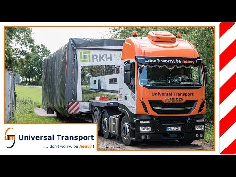 Universal Transport - with 5 houses on a big trip